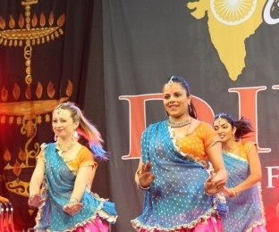 Diw Shaking the dance floor at Federation Square Melbourne