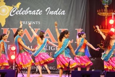Diw Shimmy at Diwali with Ignite Bollywood dancers