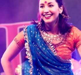 Diw Smiling Bollywood professional dancer