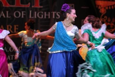 Diw2 Bollywood dancer does El Salvador dance