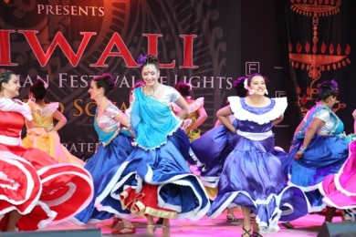 Diw2 Colourful Costumes in a Bollywood El Salvador Dance