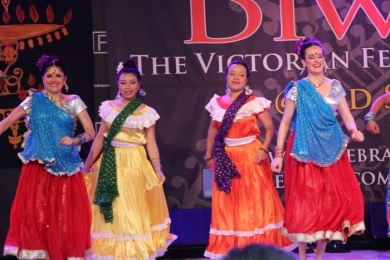 Diw2 Dancers smile in Bollwood show for Diwali