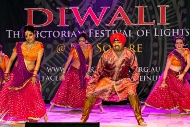 Diw2 Mr Singh Raja and the girls