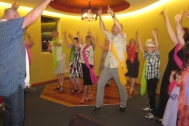 Shavans Indian Restaurant Customers Dance to Bollywood