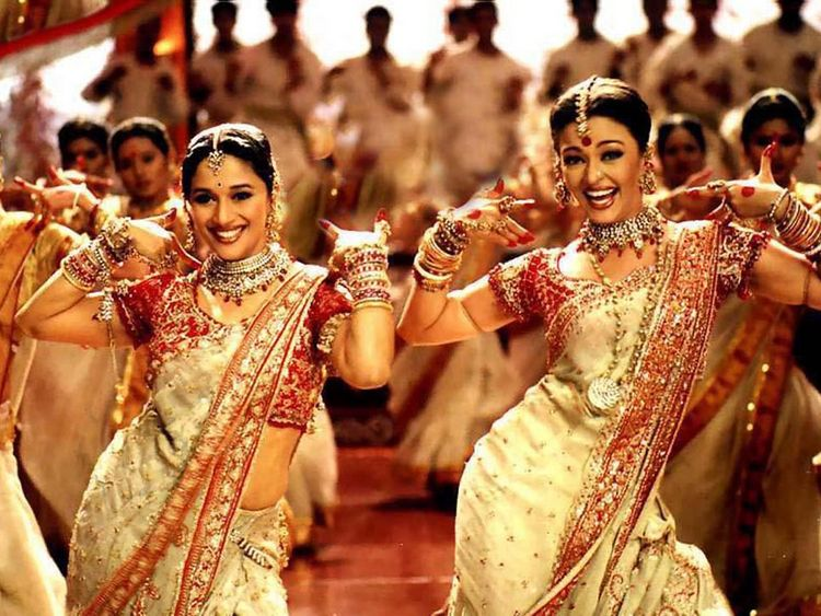 Actresses Madhuri and Aishwarya dance in film Devdas